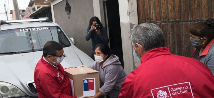 Intendente y Gabinete Regional se despliegan para entregar canastas familiares en Arica